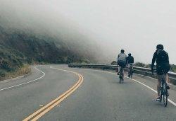 Cómo adelantar a ciclistas según la DGT