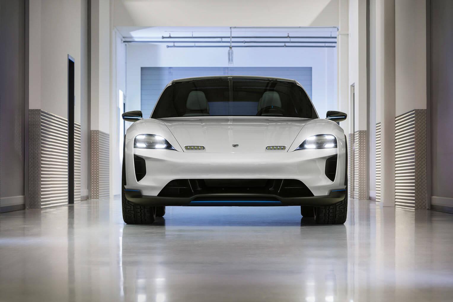Porsche Mission E Cross Turismo Frontal