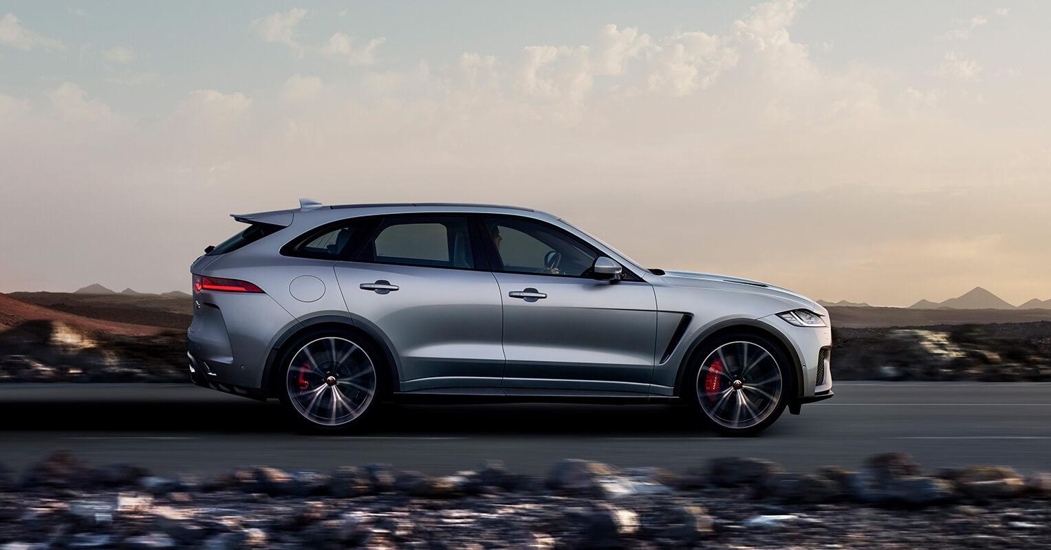 Jaguar F-Pace SVR lateral