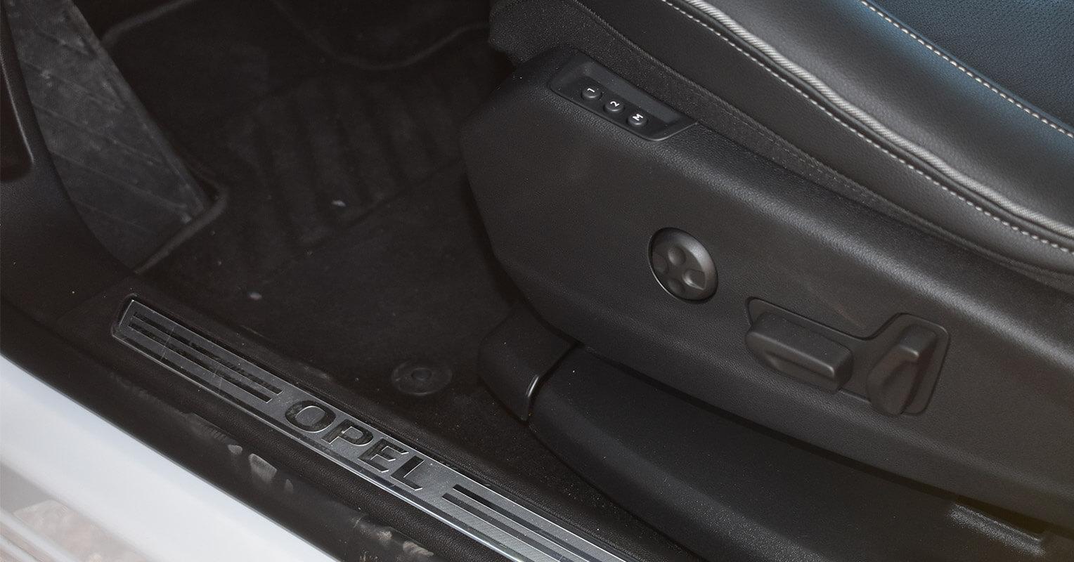 Regulación eléctrica de los asientos del Opel Grandland X