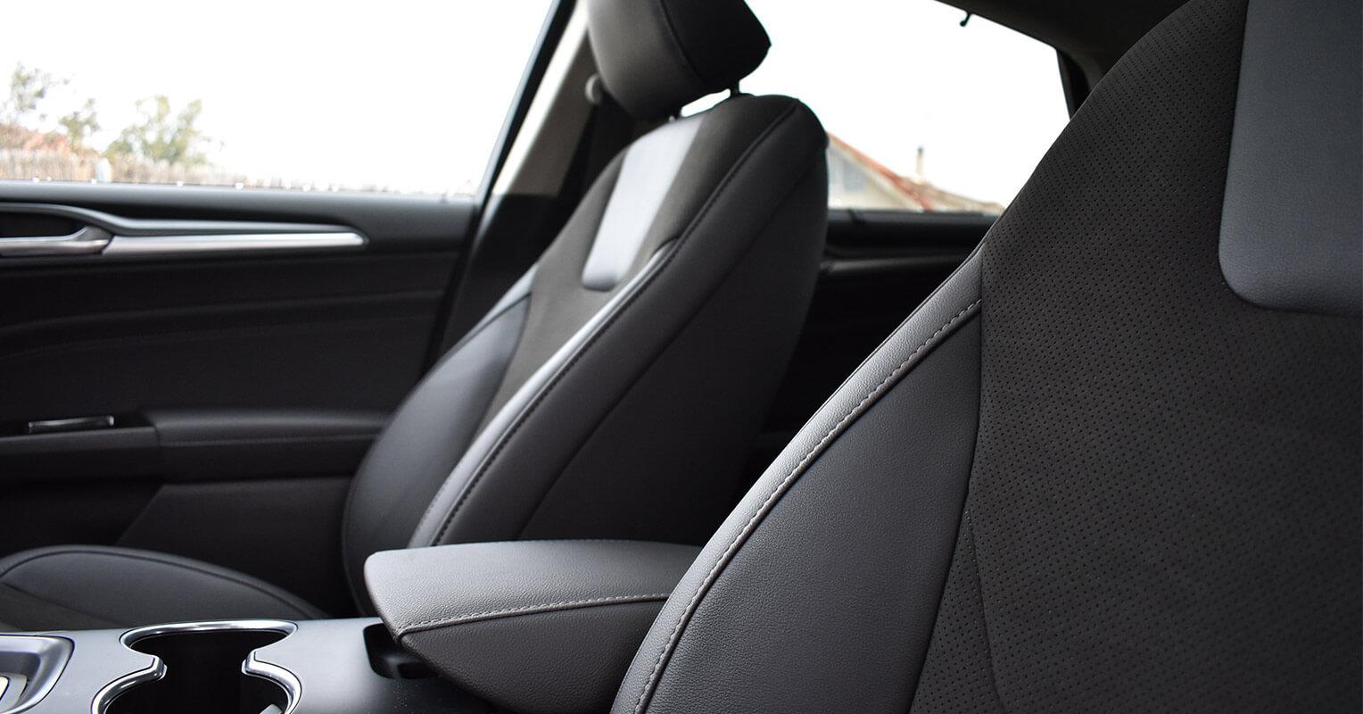 Asientos delanteros del Ford Mondeo híbrido