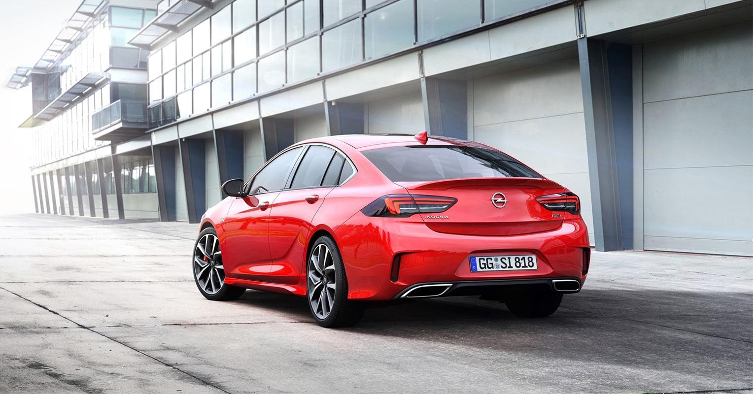 Trasera del Opel Insignia Grand Sport GSi 2018